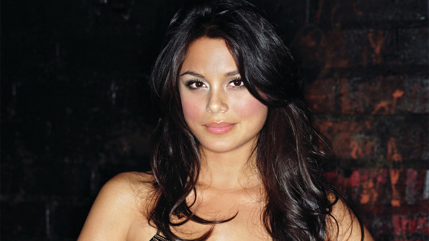 Nathalie Kelley Hot Pictures | Tops Entertainment