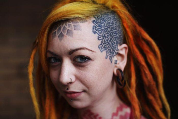 Kafaya dövme yaptırmak