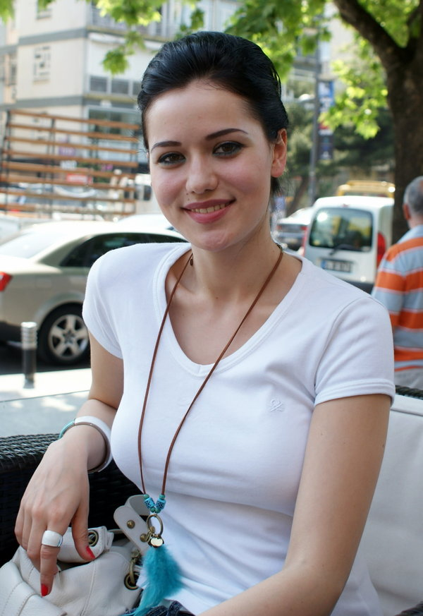 http://galeri4.uludagsozluk.com/111/fahriye-evcen_180860.jpg