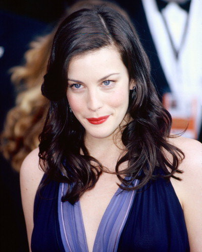 nackte-bucklige-liv-tyler-evangeline-lilly-party-videos-bruenette